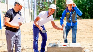 Photo of Kristjan Ilves ja Roland Lessing asetasid täna Elva spordihoone nurgakivisse kapsli